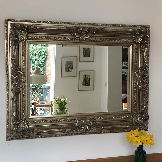 Grote barok spiegel brueghel in zwart of wit usi maison for Grote barok spiegel