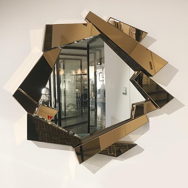 moderne spiegel met gouden spiegel lijst