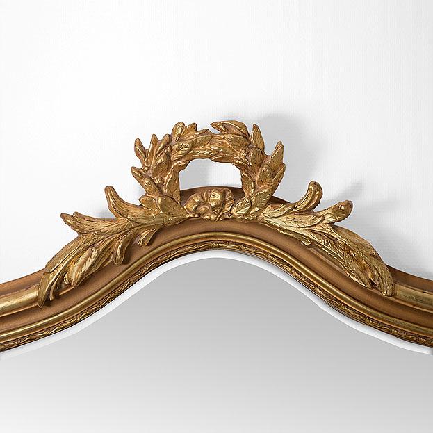 Detail kuif spiegel Louvre